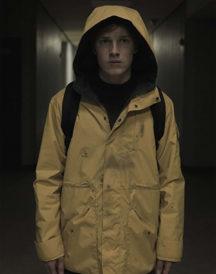 Louis Hofmann in Yellow Jacket Dark