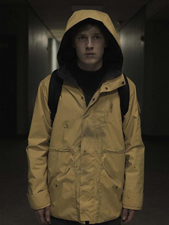 Louis Hofmann in Yellow Jacket Dark