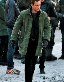 Michael_Fassbender Green jacket with button closer in snowman