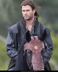 THE HUNTSMAN CHRIS HEMSWORTH